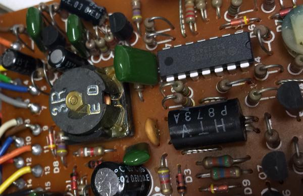 TW-1の基板-コイルとオペアンプとフォトカプラー
