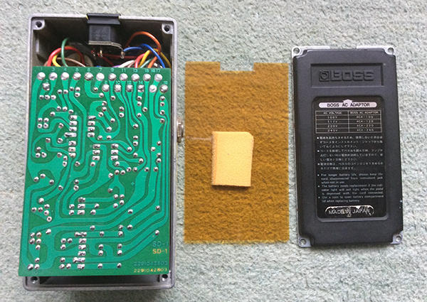 made_in_japan_SD-1_はんだ面とペダル底面