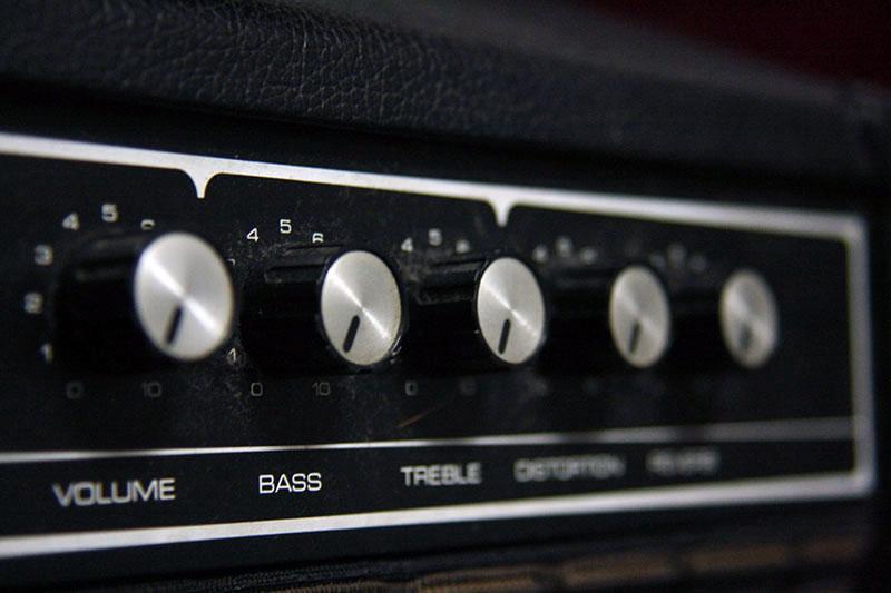 JC120 通称ジャズコなどオープンバックギターアンプの音をよくする方法